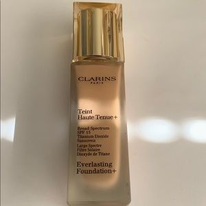 Clarins everlasting foundation in amber